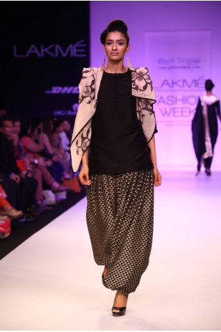 https://www.payalsinghal.com/collection/PS-FW203a0.jpg