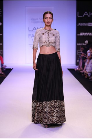 https://www.payalsinghal.com/collection/PS-FW227a0.jpg