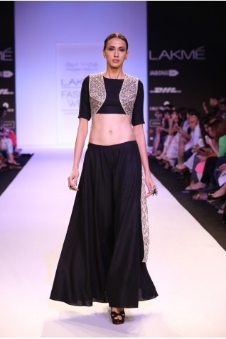 https://www.payalsinghal.com/collection/PS-FW231a0.jpg