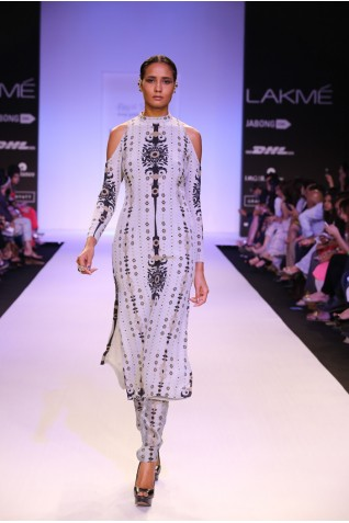 https://www.payalsinghal.com/collection/PS-FW234a0.jpg