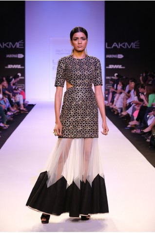 http://www.payalsinghal.com/collection/PS-FW238a0.jpg