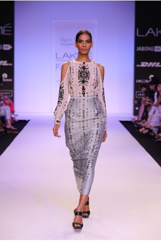 http://www.payalsinghal.com/collection/PS-FW249a0.jpg