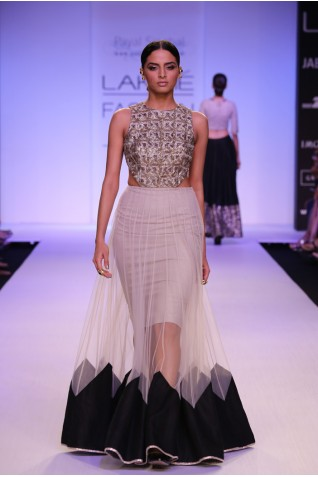 http://www.payalsinghal.com/collection/PS-FW253a0.jpg