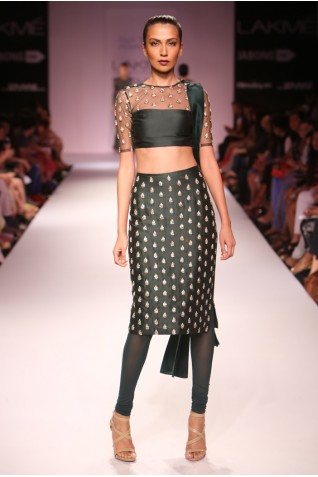 http://www.payalsinghal.com/collection/PS-FW275a0.jpg
