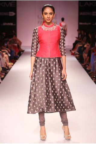 http://www.payalsinghal.com/collection/PS-FW282a0.jpg