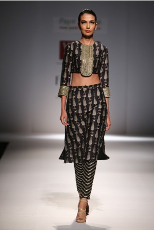 http://www.payalsinghal.com/collection/PS-FW286a0.jpg