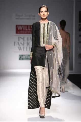 http://www.payalsinghal.com/collection/PS-FW295a0.jpg