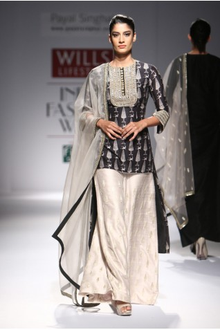 http://www.payalsinghal.com/collection/PS-FW296a0.jpg