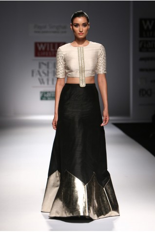 http://www.payalsinghal.com/collection/PS-FW301a0.jpg
