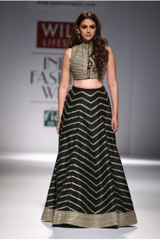 http://www.payalsinghal.com/collection/PS-FW302a0.jpg