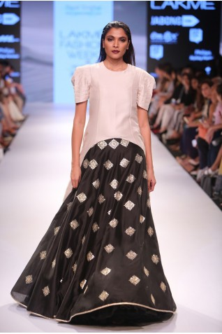 http://www.payalsinghal.com/collection/PS-FW350a0.jpg