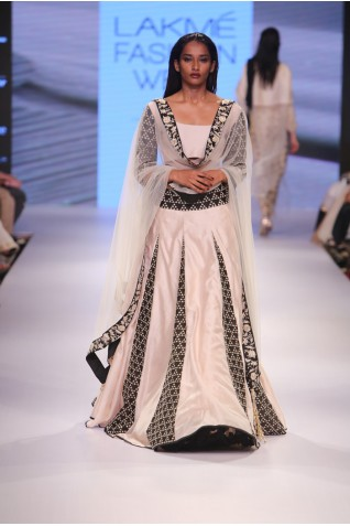 http://www.payalsinghal.com/collection/PS-FW354a0.jpg