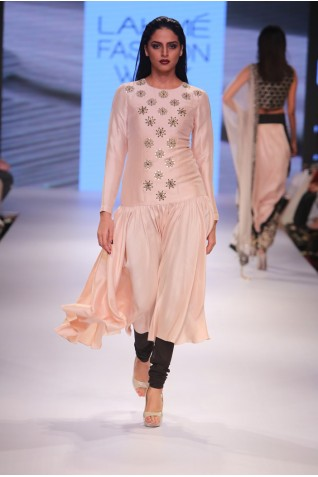 http://www.payalsinghal.com/collection/PS-FW356a0.jpg