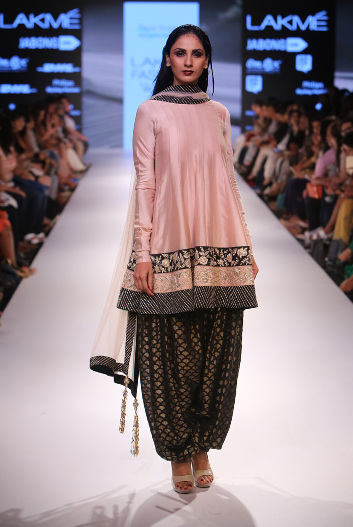 http://www.payalsinghal.com/collection/PS-FW358a0.jpg