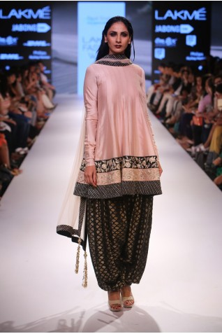 https://www.payalsinghal.com/collection/PS-FW358a0.jpg