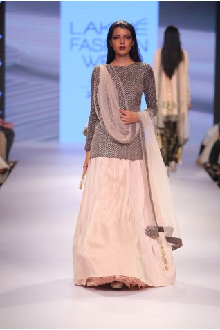 http://www.payalsinghal.com/collection/PS-FW359a0.jpg