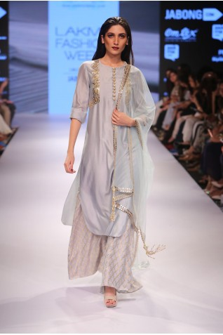 http://www.payalsinghal.com/collection/PS-FW365a0.jpg