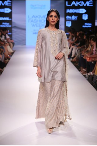 http://www.payalsinghal.com/collection/PS-FW366a0.jpg