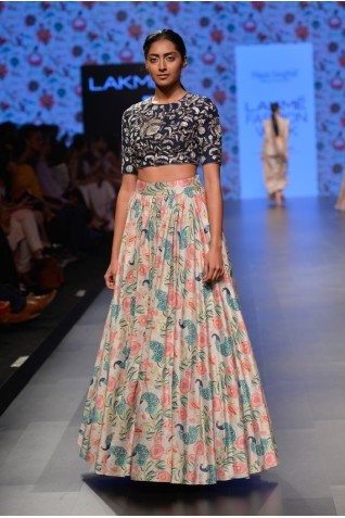 http://www.payalsinghal.com/collection/PS-FW376a0.jpg