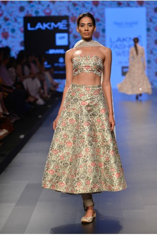 http://www.payalsinghal.com/collection/PS-FW379a0.jpg