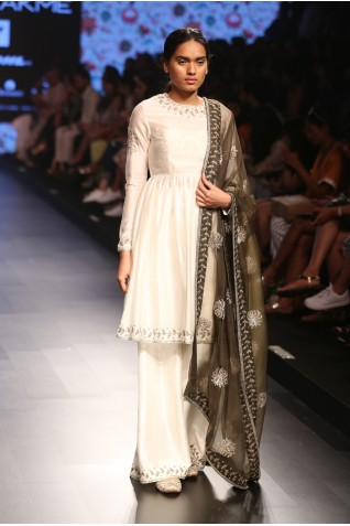 https://www.payalsinghal.com/collection/PS-FW380a0.jpg