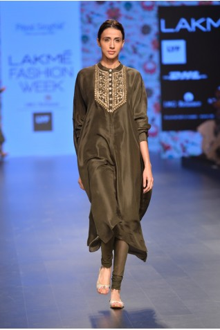 http://www.payalsinghal.com/collection/PS-FW381a0.jpg