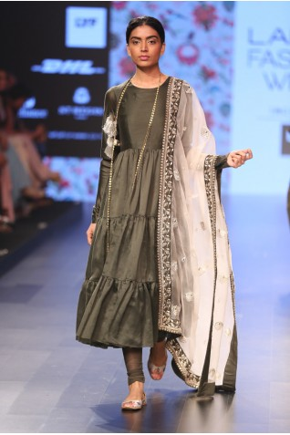 http://www.payalsinghal.com/collection/PS-FW382a0.jpg