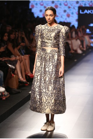 http://www.payalsinghal.com/collection/PS-FW385a0.jpg
