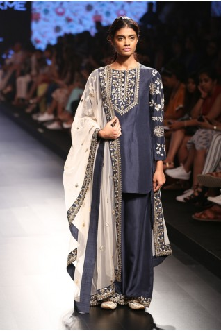 http://www.payalsinghal.com/collection/PS-FW386a0.jpg