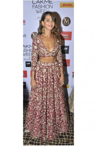 https://www.payalsinghal.com/collection/PS-FW395a0.jpg
