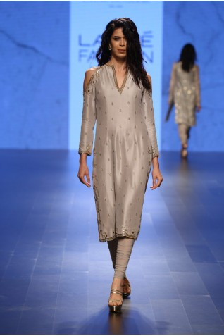 http://www.payalsinghal.com/collection/PS-FW399a0.jpg