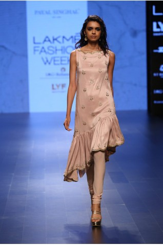 http://www.payalsinghal.com/collection/PS-FW401a0.jpg