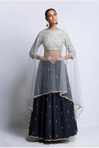 http://www.payalsinghal.com/collection/PS-FW411Aa0.jpg