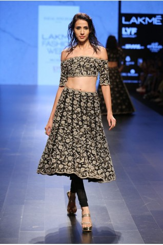 http://www.payalsinghal.com/collection/PS-FW415a0.jpg