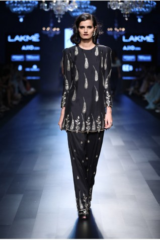 http://www.payalsinghal.com/collection/PS-FW426a0.jpg