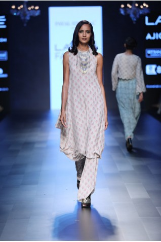 http://www.payalsinghal.com/collection/PS-FW439a0.jpg