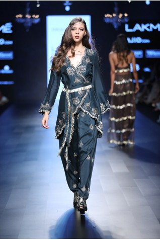 http://www.payalsinghal.com/collection/PS-FW456a0.jpg