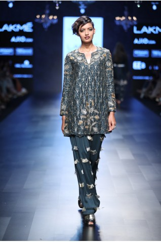 http://www.payalsinghal.com/collection/PS-FW457a0.jpg