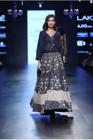 http://www.payalsinghal.com/collection/PS-FW460a0.jpg