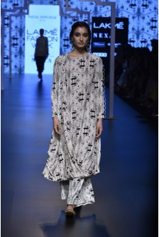 671e321037 ... Payal Singhal Indian Wear Collection : RAHA KHARGOSH PRINT CREPE KURTA  AND CROPPED PALAZZO PANTS ...