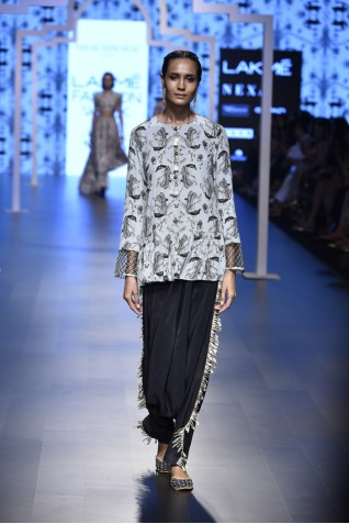 http://www.payalsinghal.com/collection/PS-FW463a0.jpg