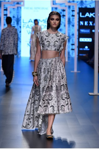http://www.payalsinghal.com/collection/PS-FW464a0.jpg