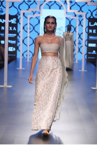http://www.payalsinghal.com/collection/PS-FW480a0.jpg