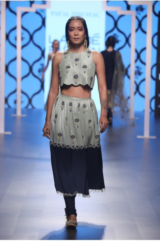http://www.payalsinghal.com/collection/PS-FW488a0.jpg