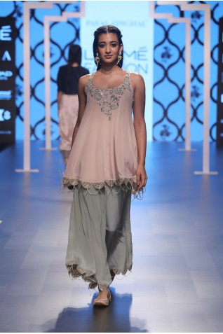 http://www.payalsinghal.com/collection/PS-FW493a0.jpg
