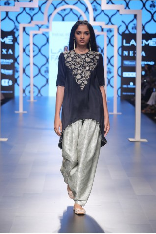 http://www.payalsinghal.com/collection/PS-FW494a0.jpg