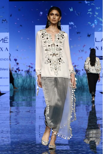 PS-FW696 Anosh Chalk White Georgette Kaftaan Tunic and Black Chanderi Stripe Jogger Pant
