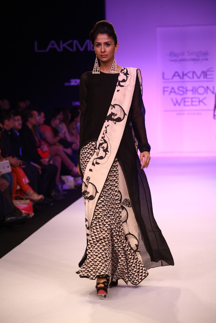 PS-FW195 Zaraah Black Silk Raise Hem Kurta with Ottoman and Triangle Print Lehenga Saree